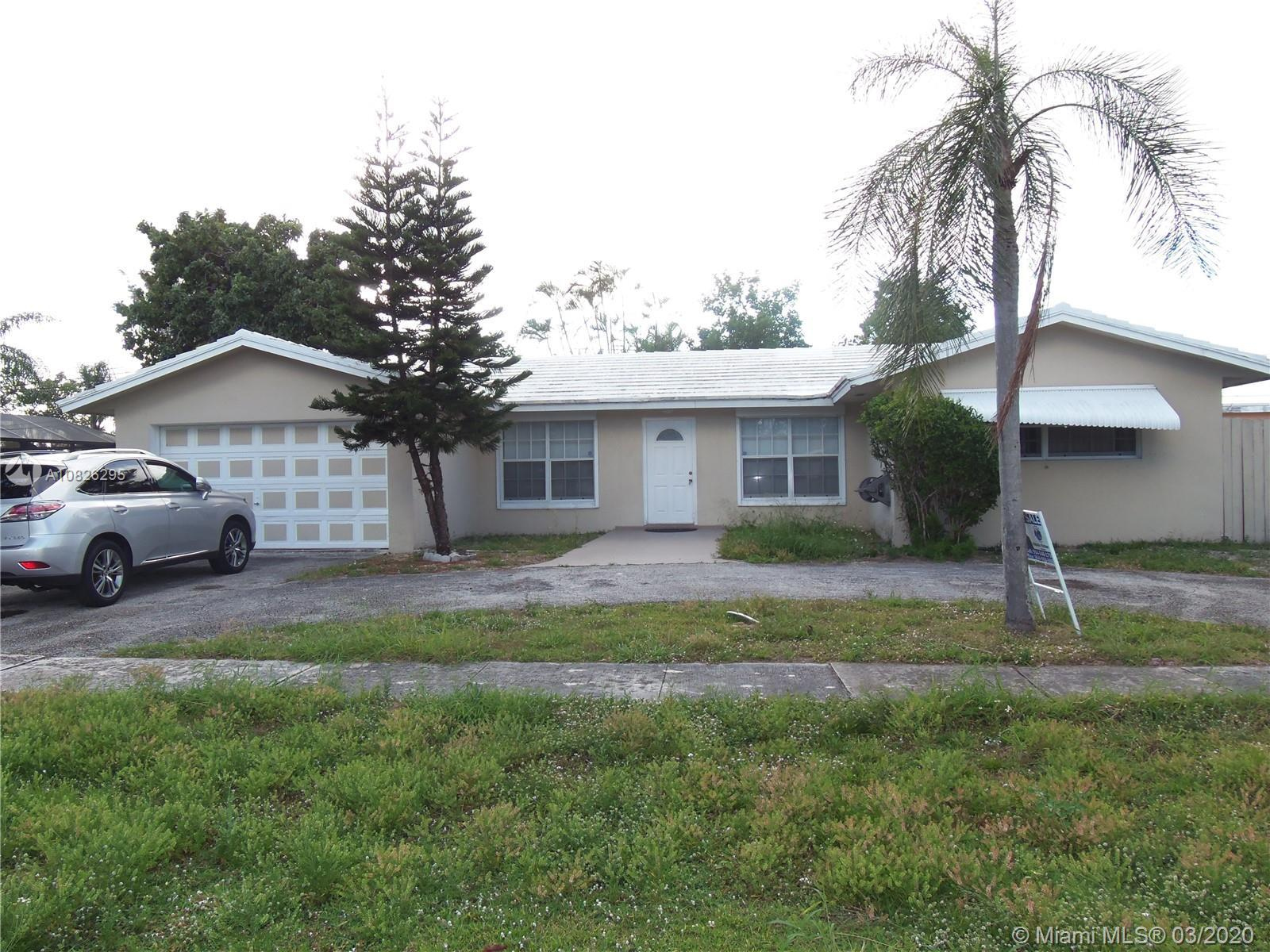 SPACIOUS 3 BEDROOMS 3 BATHROOMS SINGLE FAMILY HOME LOCATED IN THE HEART OF WEST PALM BEACH. WALK-IN