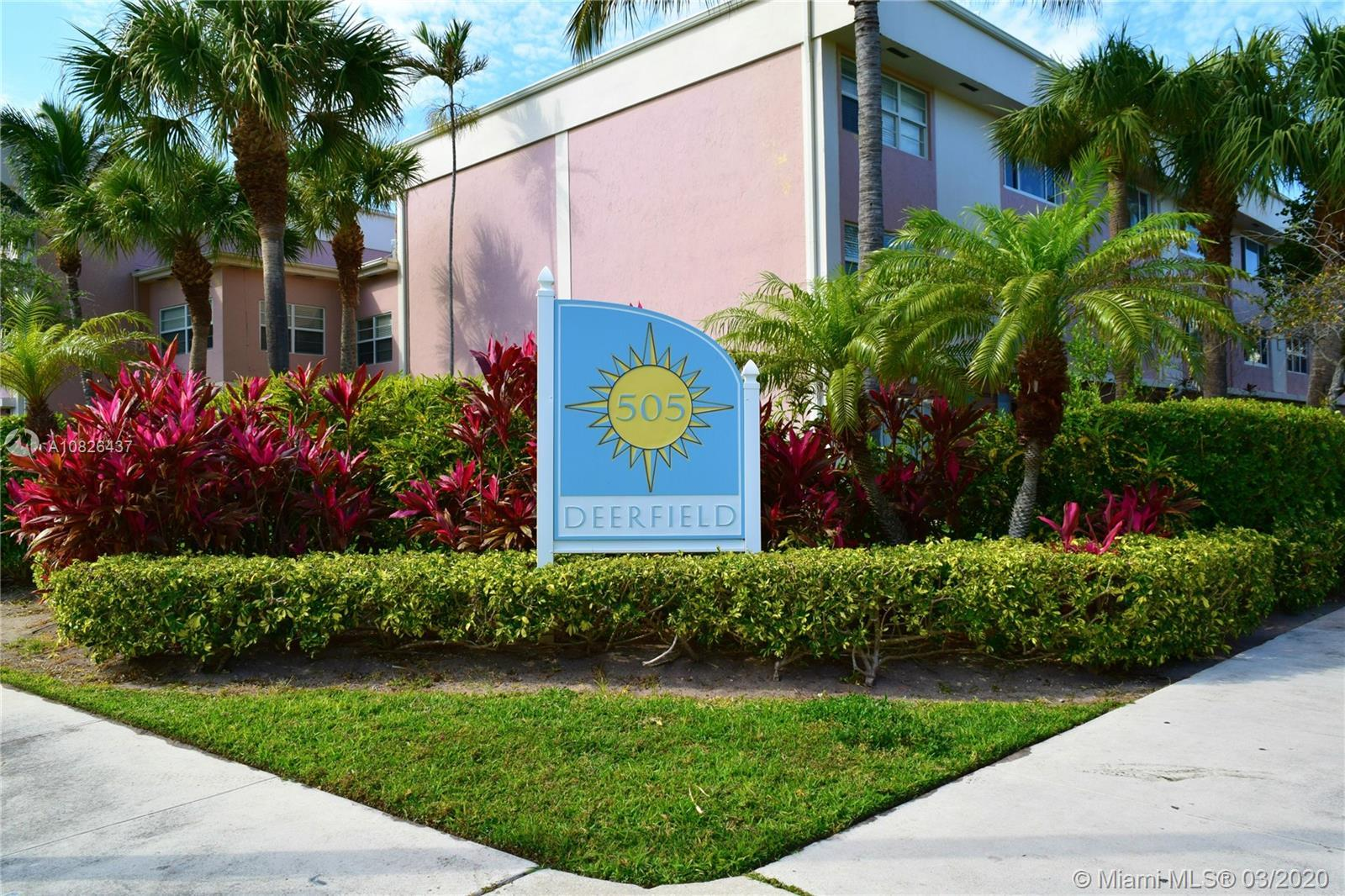 Corner unit townhome 1 block from the beach! Unit has amazing potential, very large rooms, 2 entranc