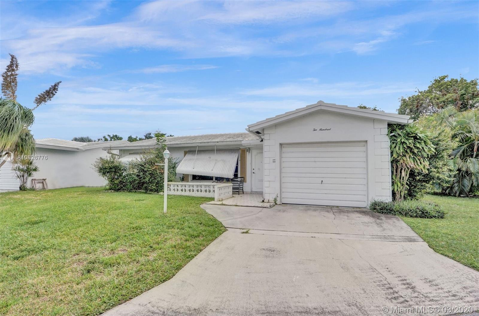 BEAUTIFUL 2 BEDROOM 2 BATHROOM SINGLE FAMILY HOME IN THE DESIRABLE 55+ COMMUNITY OF LEISUREVILLE. PR