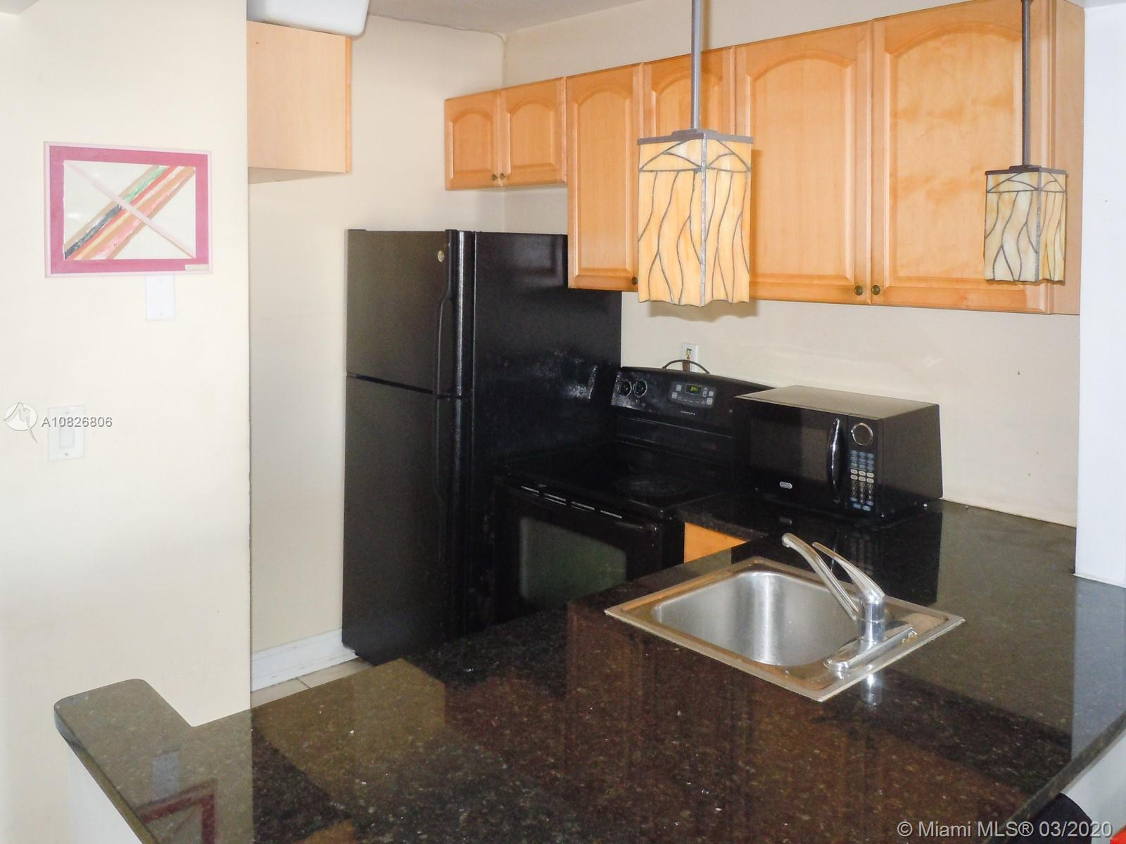 CHARM, LOCATION AND CONVENIENCE! Here you'll find an AWESOME STUDIO APARTMENT conveniently located i