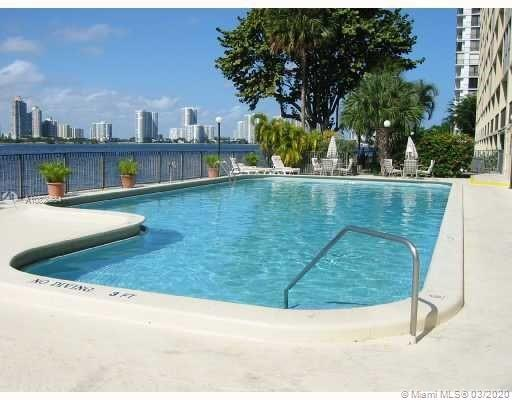 BEAUTIFUL 2/2, 1,320 SF WITH SPECTACULAR BAY VIEWS!! VERY WELL MAINTAINED UNIT IN SUNNY ISLES BEACH,