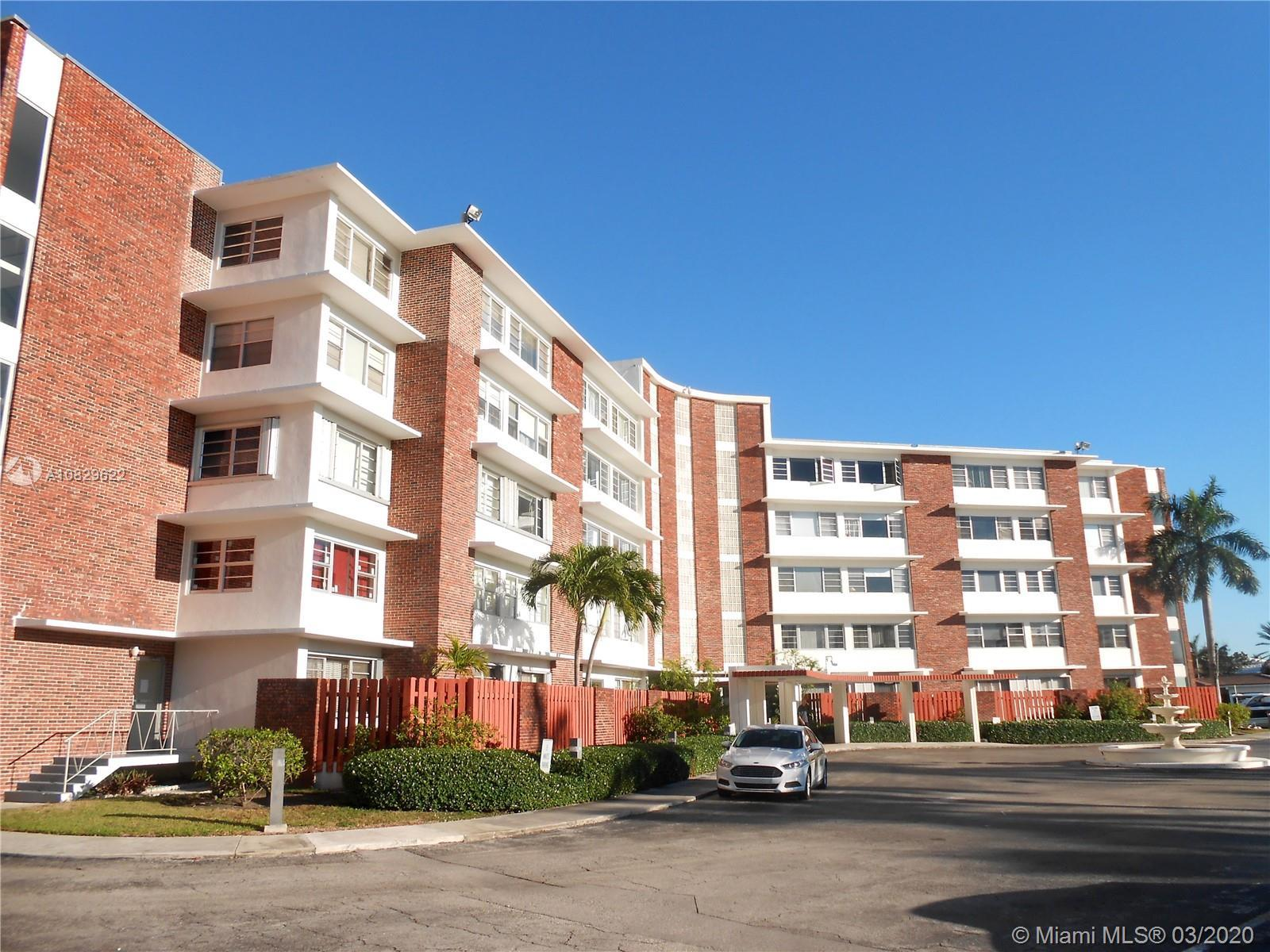 VERY SPACIOUS 2/2 CONDO IN BAY-FRONT BUILDING. MASTER SUITE HAS LARGE WALK-IN CLOSET. NEW PLANTATION