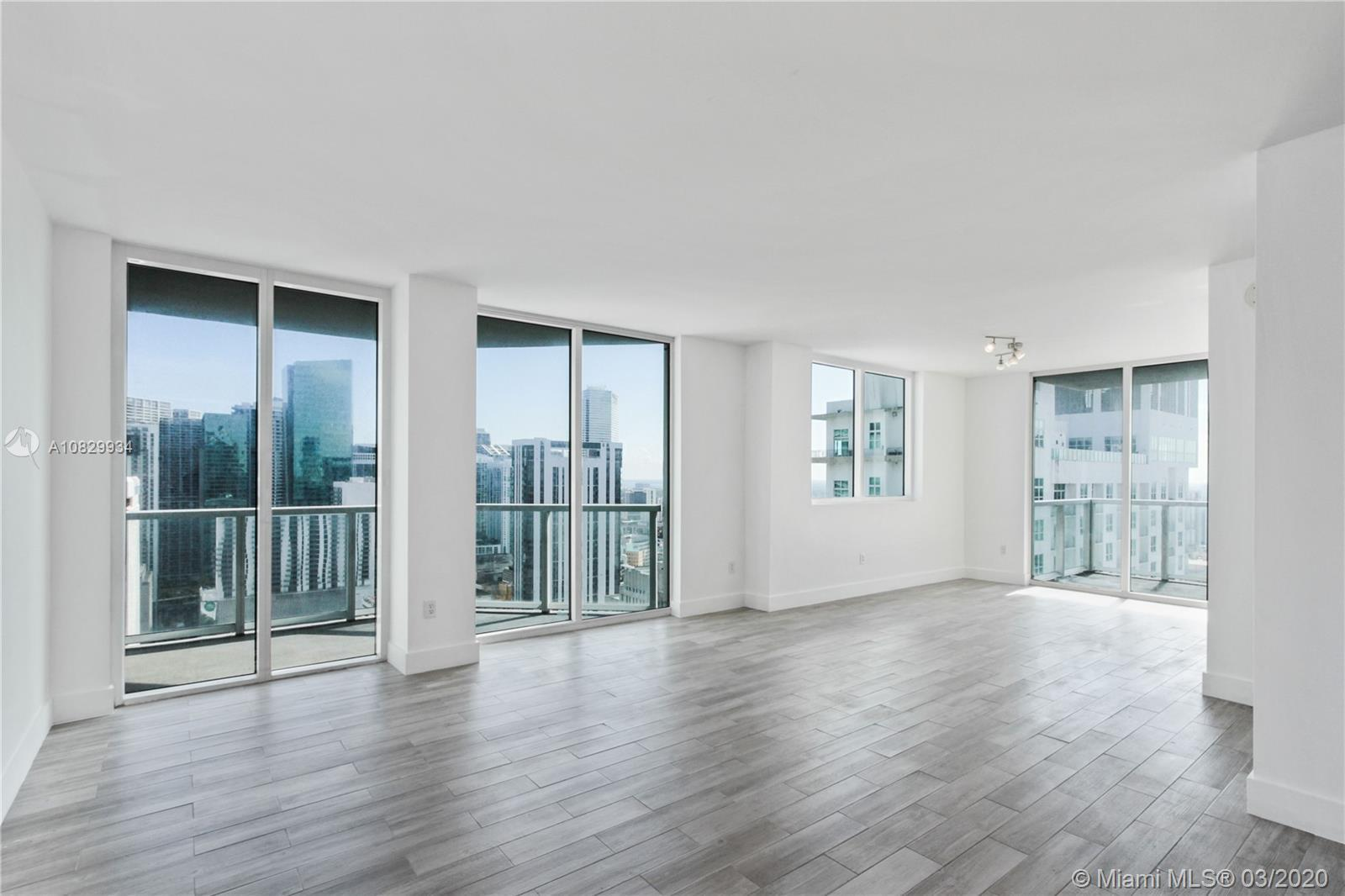 Beautiful 2/2 unit in the heart of downtown with views to the bay, valet and concierge service 24 ho