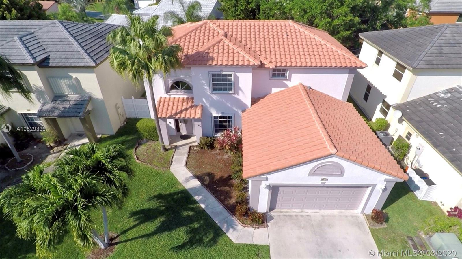 Large home nestled in the Coquina Lakes subdivision of Deerfield Beach.It's location is convenient t