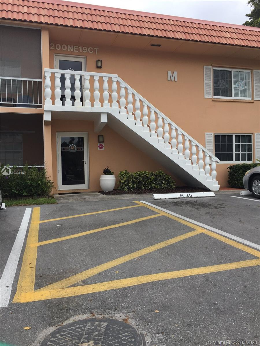Reduced.Top Floor, Spacious, Immaculate, and Bright Unit. Light Colors and Large Marble Flooring in