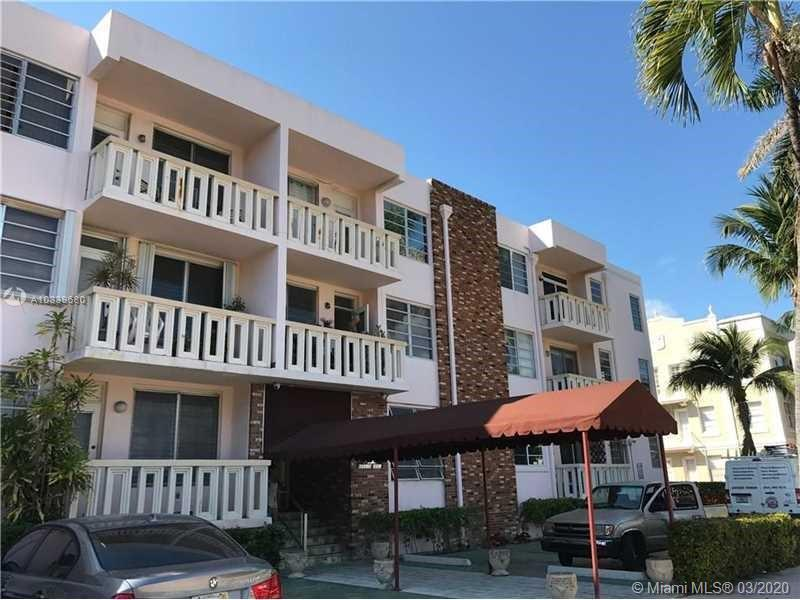 Very spacious one bedroom one bath. Corner unit With Balcony, Great location 4 blocks to the Beach,