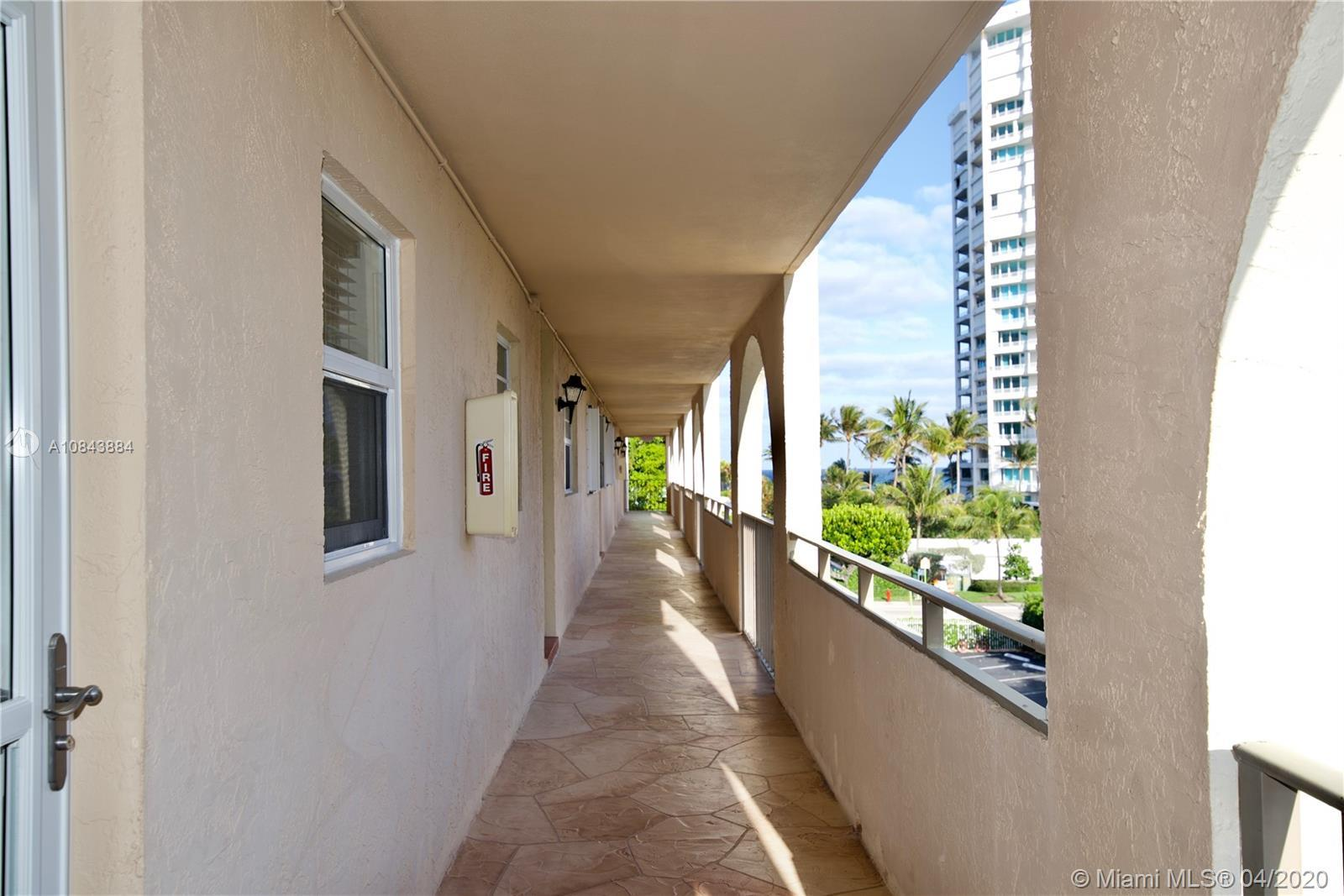 FULLY REMODELED CORNER UNIT in 2019. BRIGHT 1/1.5 condo with a walk-in closet. Stainless Steel Appli