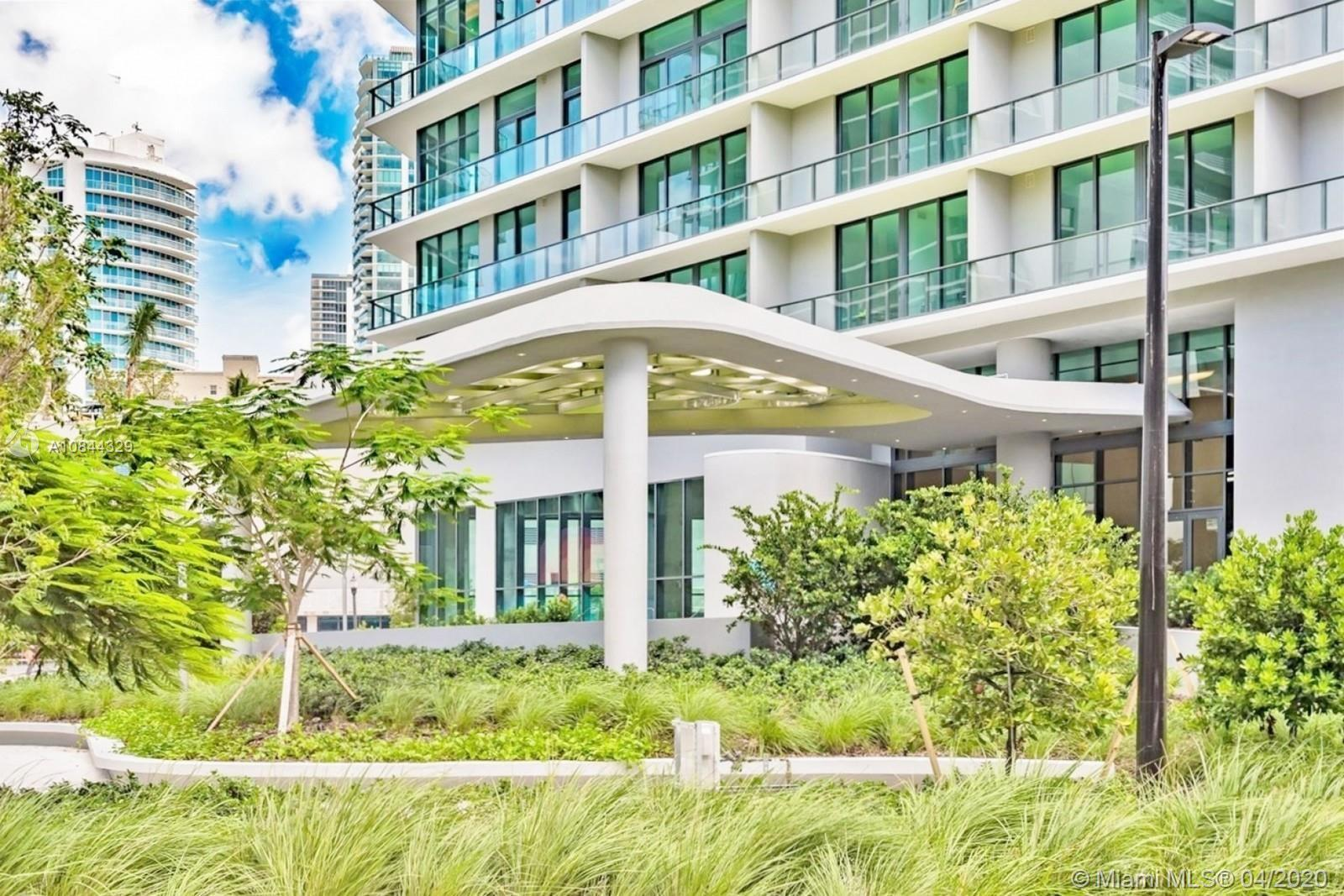Gorgeous unobstructed views from this 1 bedroom plus den and 1.5 bathroom on a high floor. Skyline,