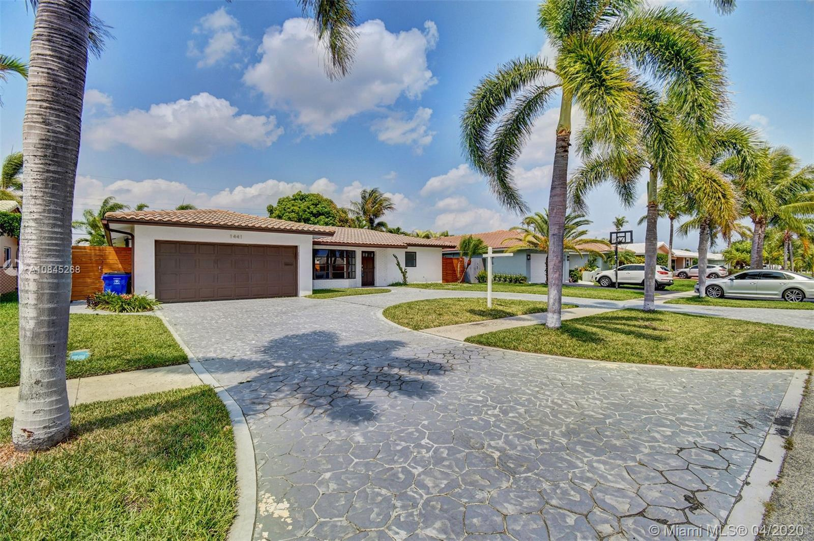 Wow Deerfield Beach this is the one you have been waiting for. Just on the outskirts of The Cove thi