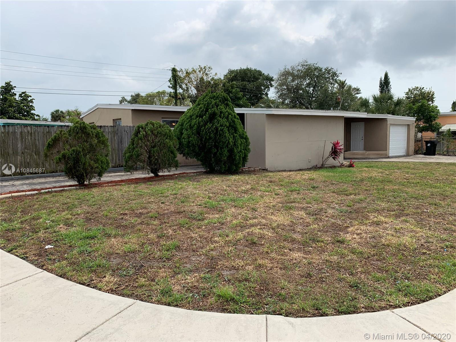 Beautiful 3 Bedroom 2 Bathroom corner lot home w/ large fenced in backyard plus room for a boat. The