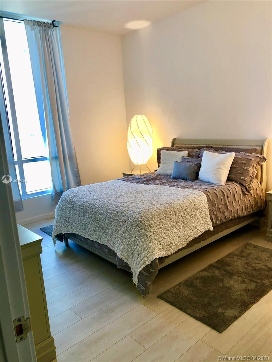 This Beautiful 3 bed, 3 bath Penthouse comes with a rooftop terrace, private jacuzzi and wet bar. Gr