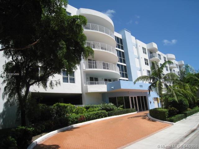 ONE LOOK WILL DO! 2 bedrooms, 2 baths split floor plan condo, nestle in the heart of North Bay Villa