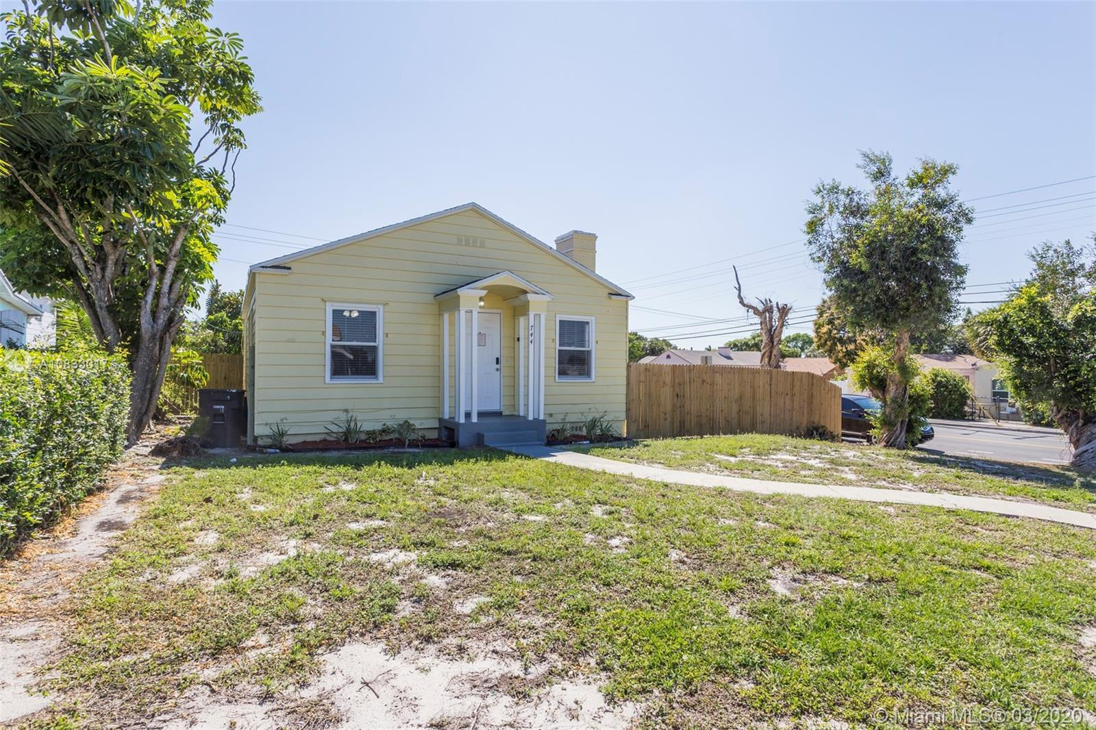 This home is a great opportunity to move into the West Palm Beach area. This home isn't just bright