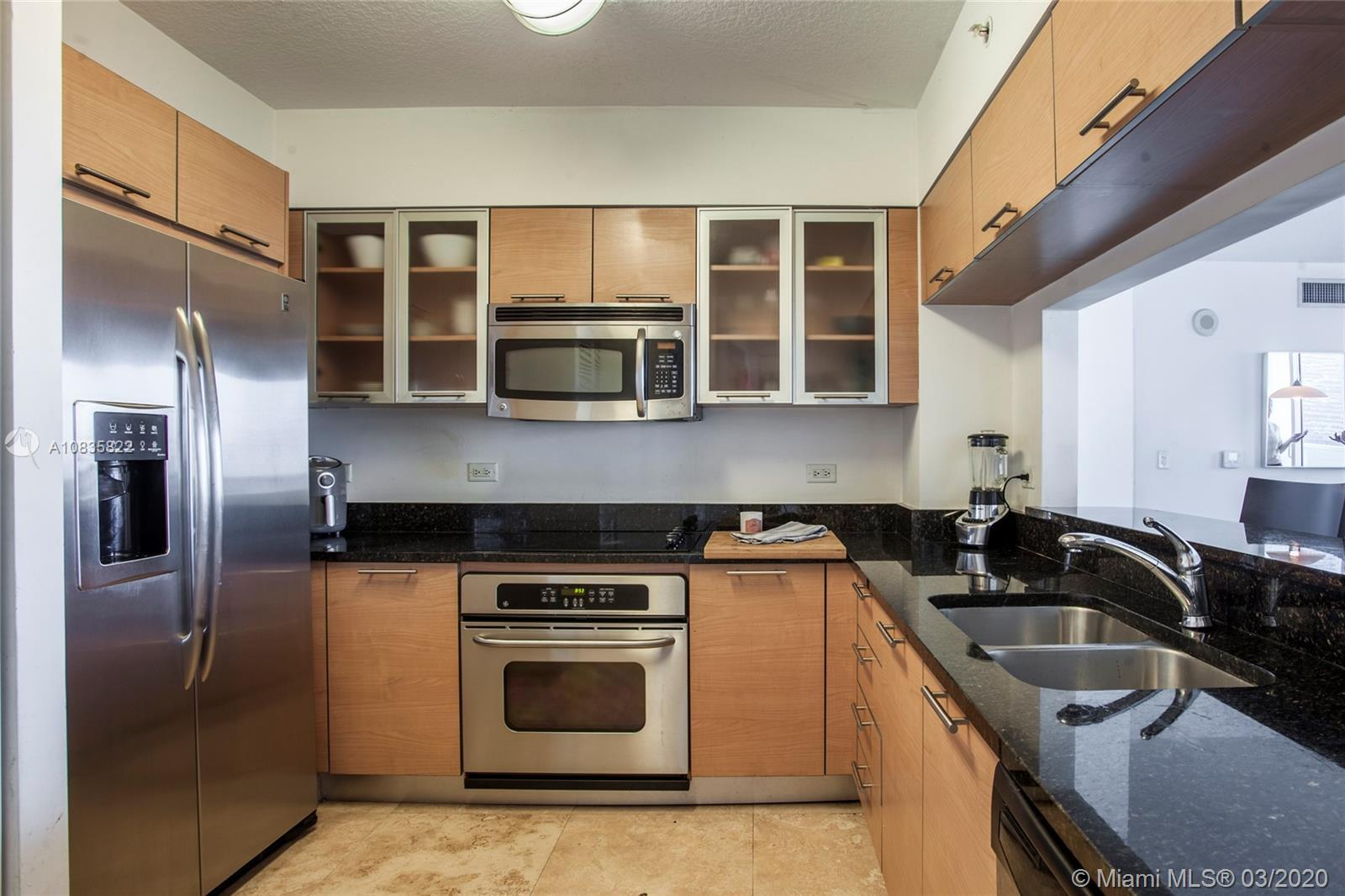 Beautiful corner unit 2 bedrooms 2 bathrooms with marble floors in the heart of Miami's business dis
