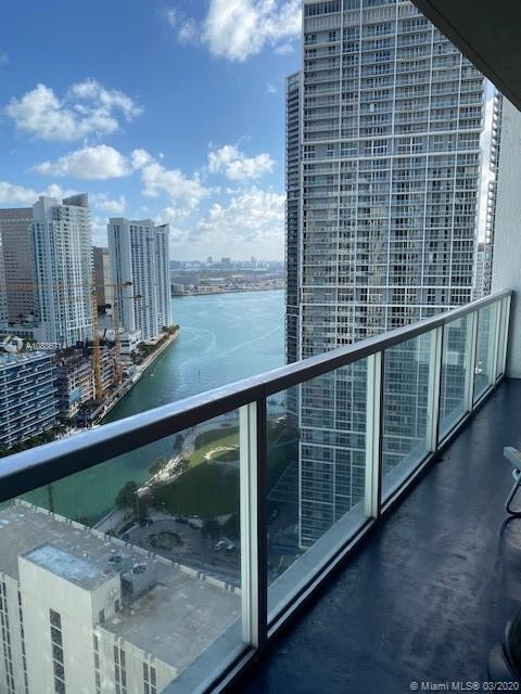Spectacular 2BR/2BA corner unit at the gorgeous 500 Brickell West Bldg. Enjoy a relaxing river view.