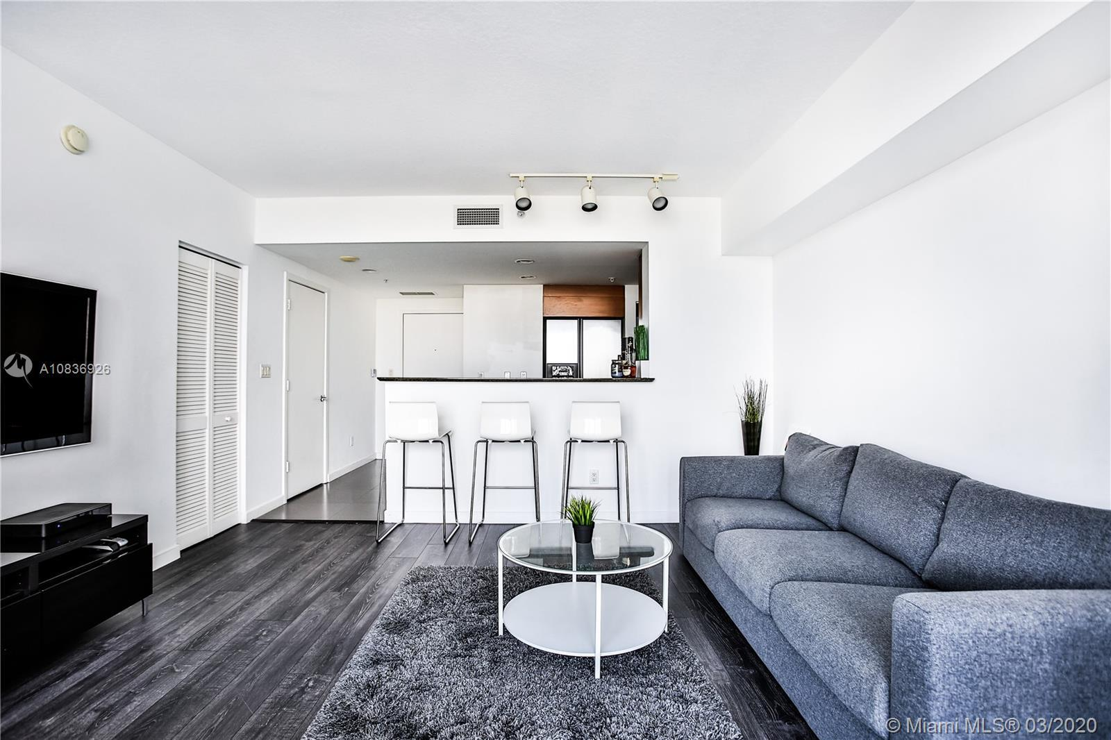 Beautifully furnished Studio with amazing views. On the 37th floor, you will enjoy amazing unobstruc