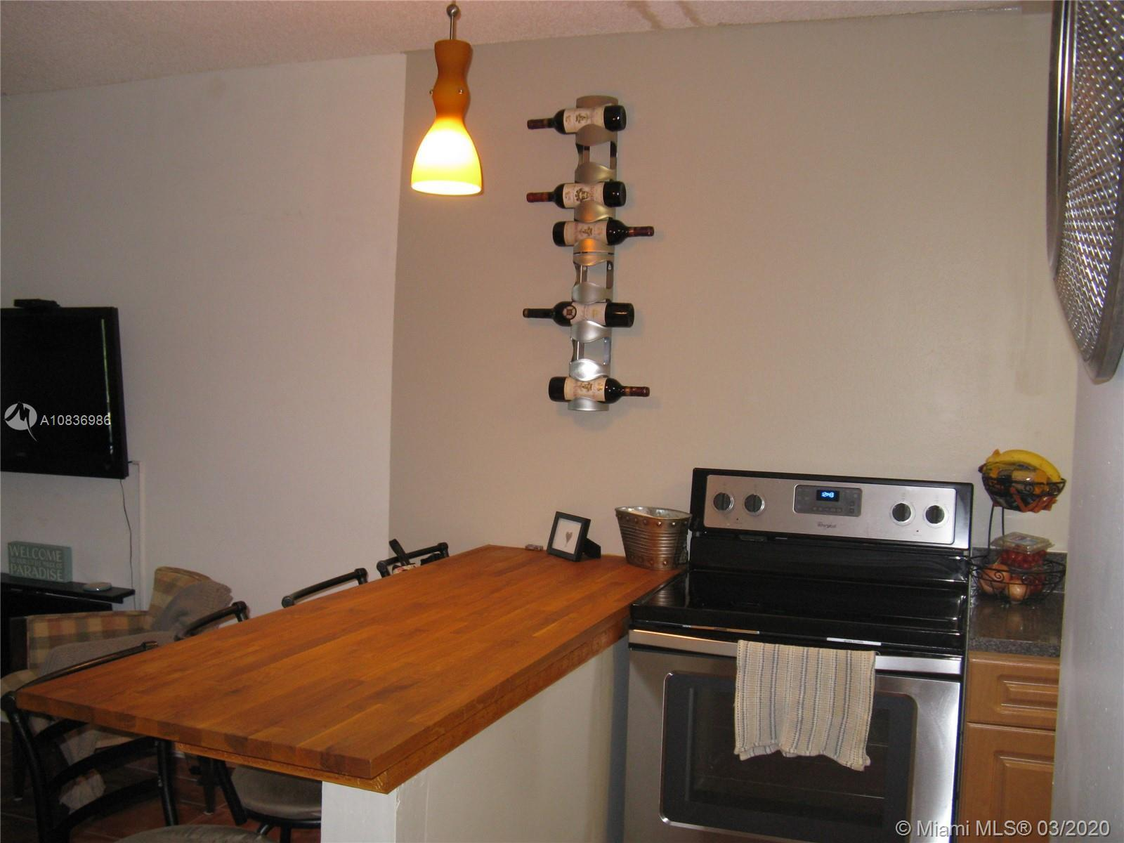 VERY VERY NICE ONE BEDROOM APT IN AVILA NORTH, OPEN KITCHEN THAT IS VERY USEFUL AND INVITING FOR ANY