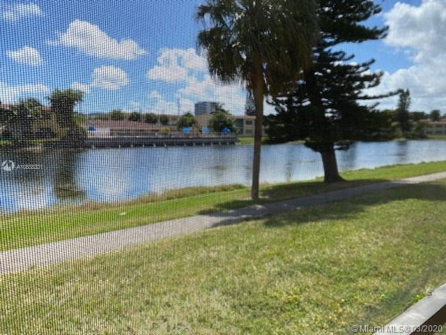 Open and airy 1 bed/1 bath Co-op available in PRIME AVENTURA LOCATION.  This sweet place features a