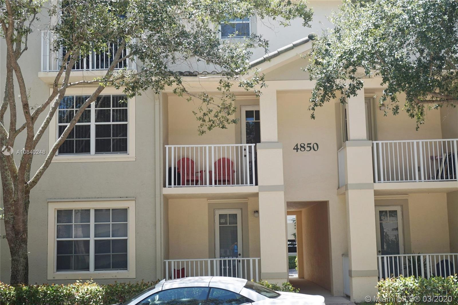 Charming 2-story 2/2 condo in the quaint Abacoa section of Jupiter. Quiet block off Town Center Driv