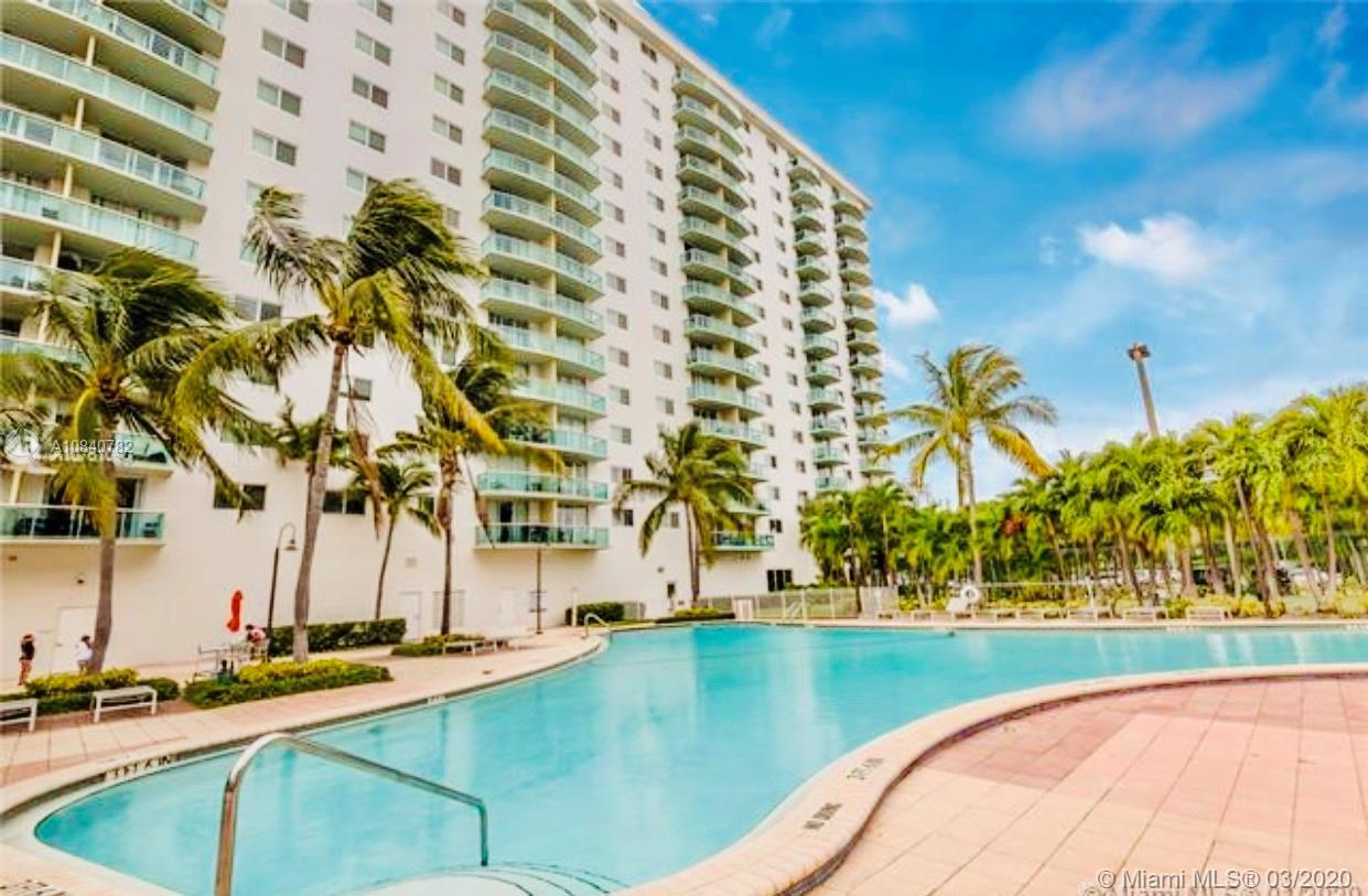 Beautiful and very spacious 2 bed/2 bath unit. Fully furnished and remodeled with great finishes uni