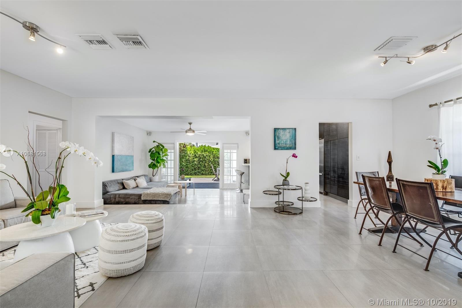 Contemporary renovated, 3br/3ba Plus Den home with premium open floor plan. Florida/family room, for