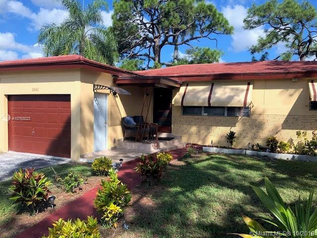 Hurry this one won't last for long! This charming home in Fort Lauderale has an open kitchen, florid