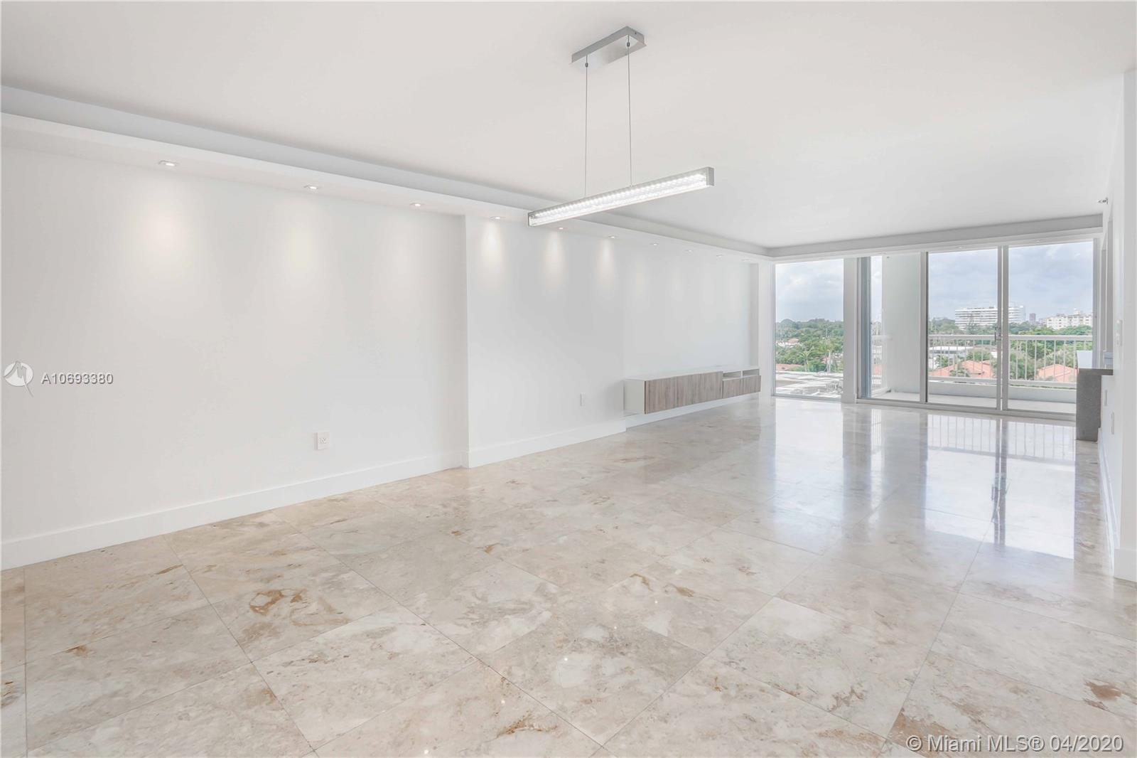 OWNER MOTIVATED/FINEST RENOVATED 3 BEDROOM/2,5 ALL MARBLE INCLUDING BATHS, EXPANSIVE LIVING/DINING R