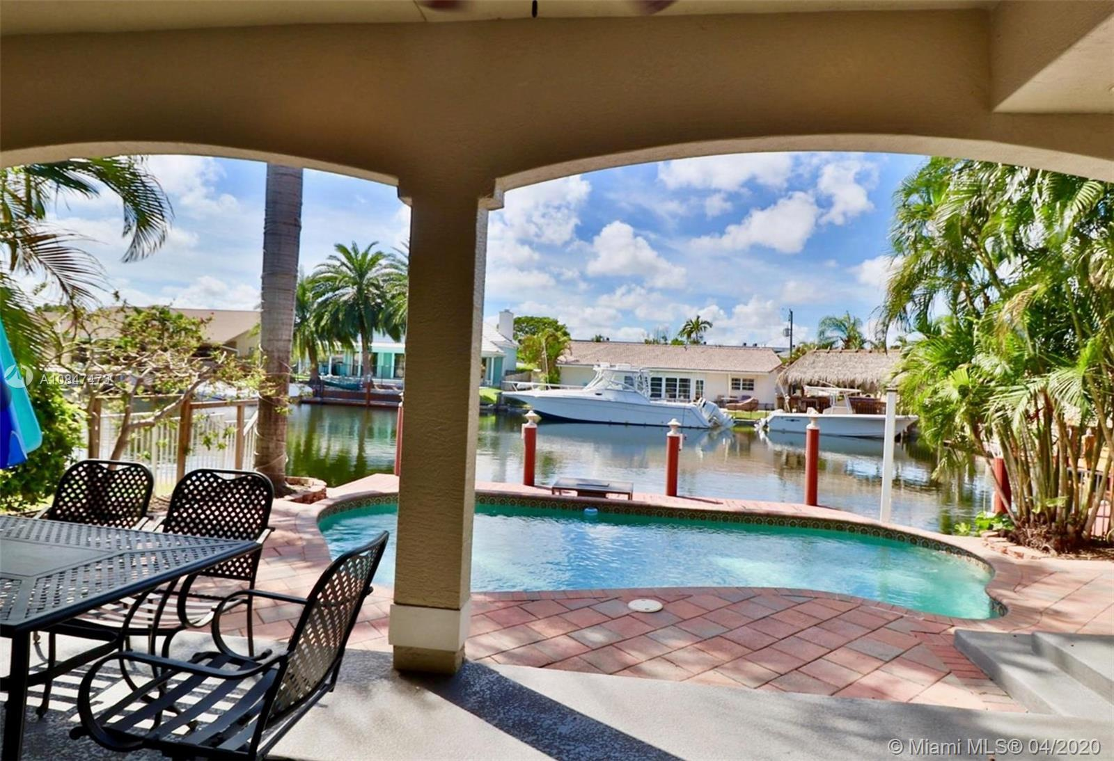 Stunning  waterfront 2-story  home  with 4Bed+DEN/4.5Bath, on prestigious at Snug Harbor with privat