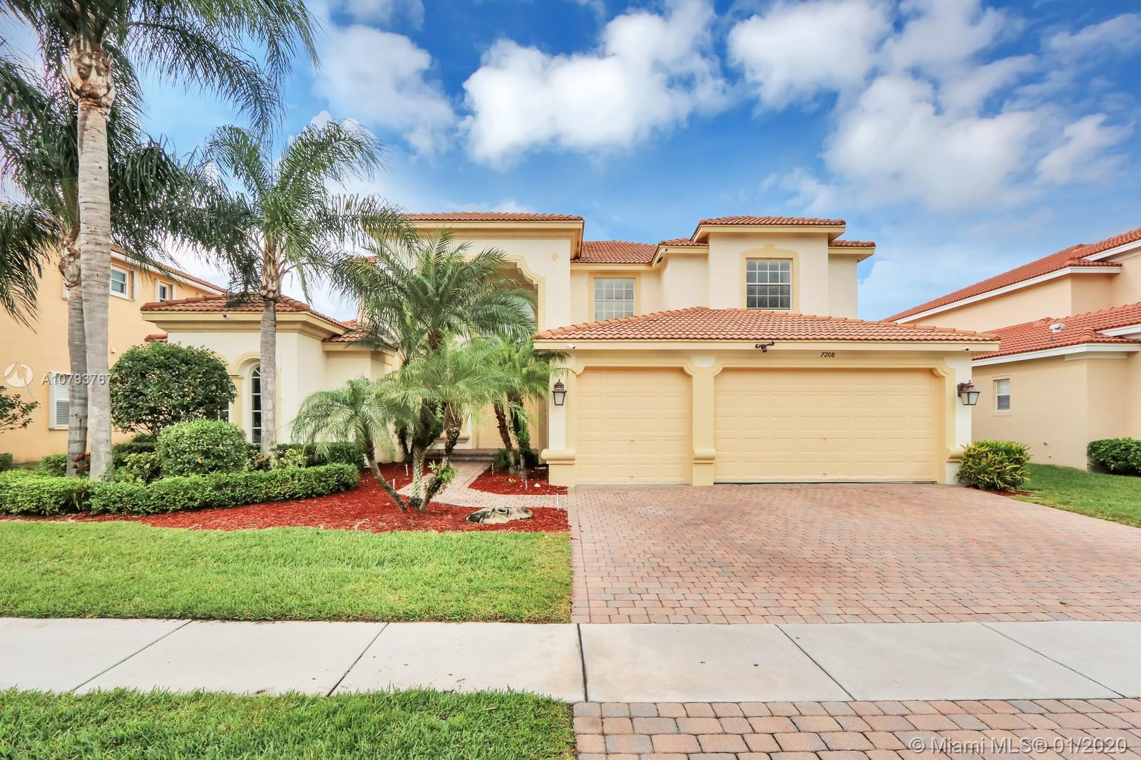 Great 2 story single family home in Isola Bella Estates.  4 beds plus den/office, loft and 2 bonus r