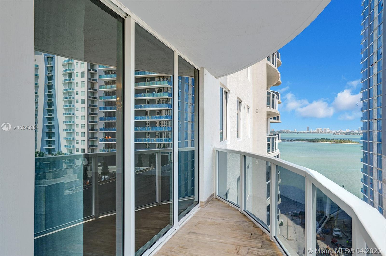 Incredible 3 Bedroom unit with a stunning bay view located in the heart of Miami. Super functional,
