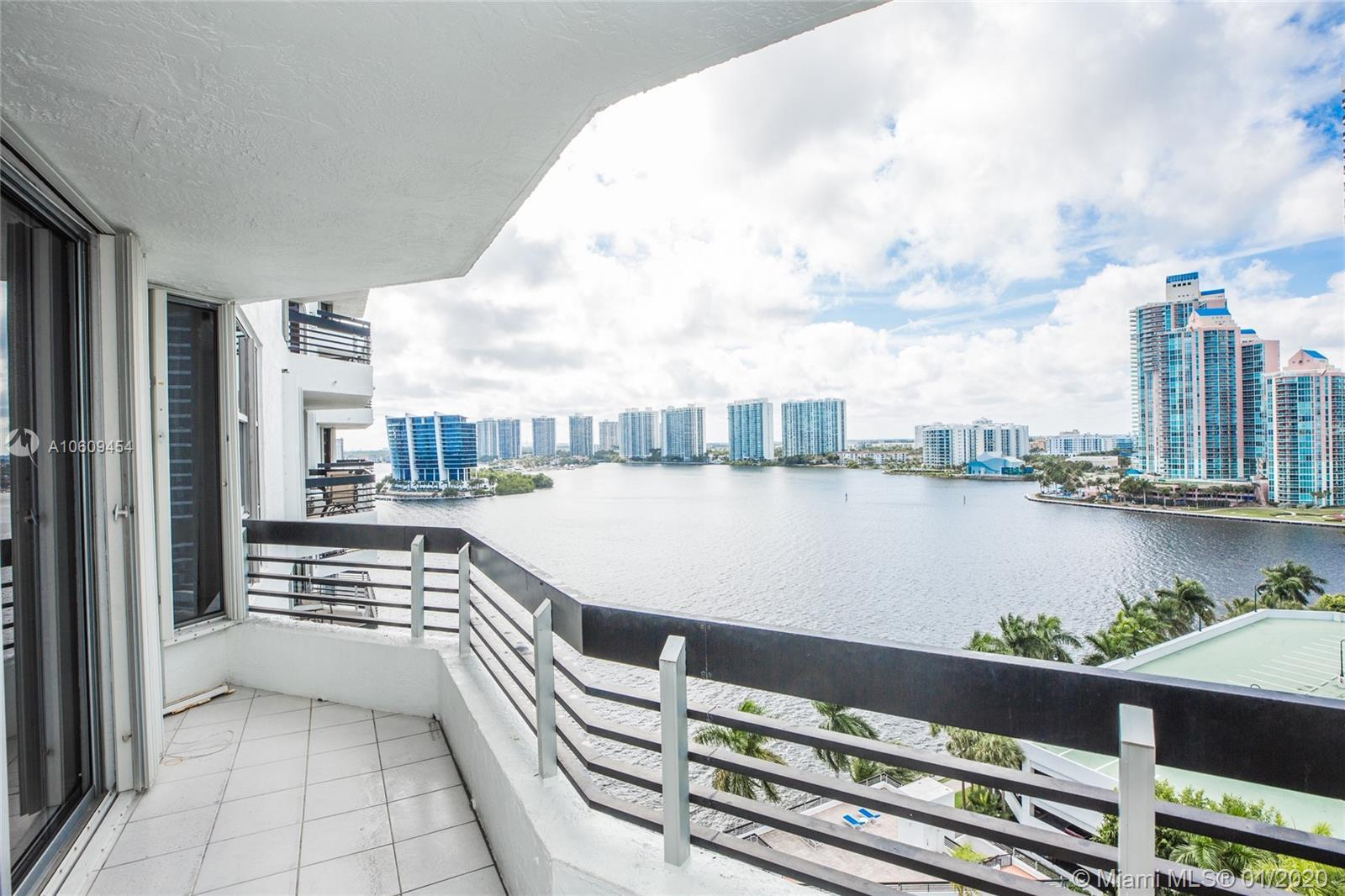 BEAUTIFUL 2/2 LOCATED IN MYSTIC POINTE TOWER 300. LOVELY VIEWS OF THE BAY & SKYLINE, UPDATED KITCHEN