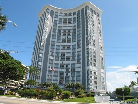 This incredible 2 bed 2 bath unit with an intracostal view is ready for a buyer looking to enjoy the