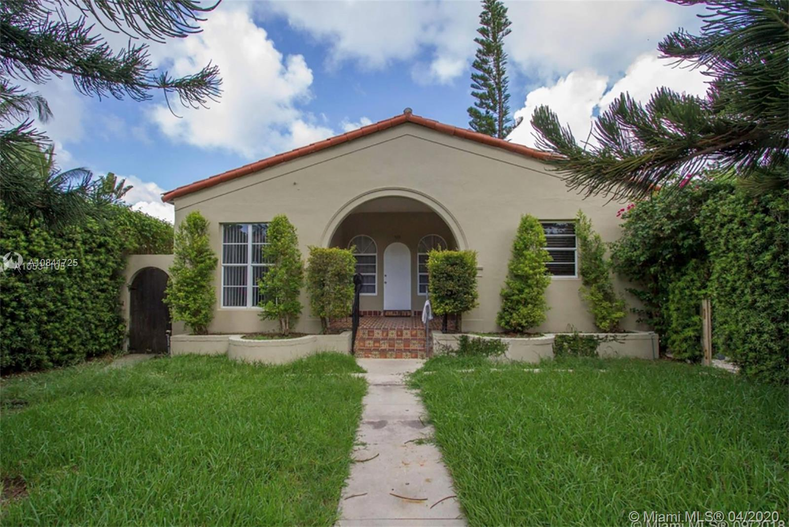 Great opportunity in Miami Beach for income or residence on quiet residential street.  Main House +