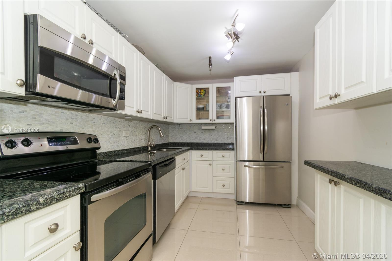Beautifully renovated unit with views of golf, bay and city skyline. This unit has split bedrooms, p