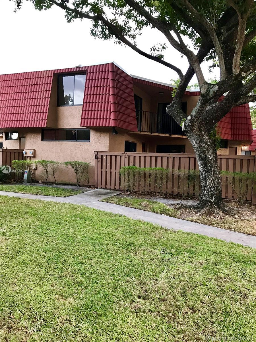 GREAT OPPORTUNITY  *** Beautiful Townhouse in a wonderful community, The unit is all tiled, all appl