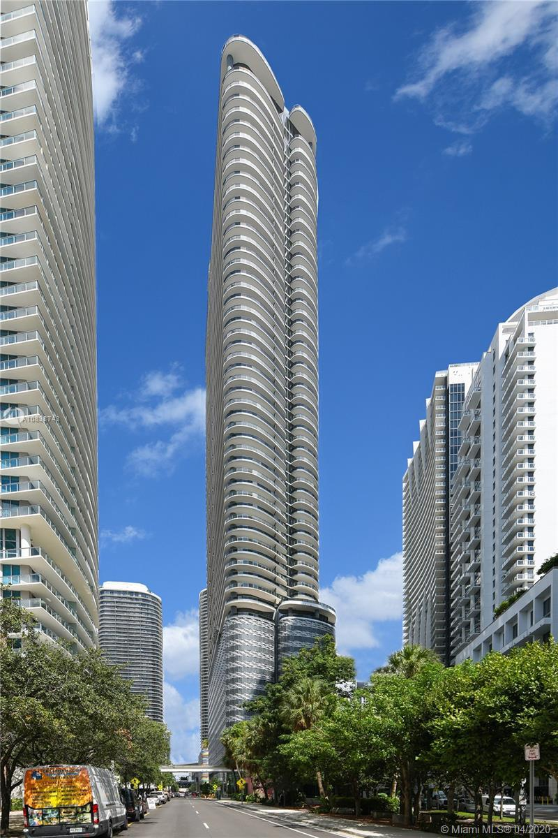 Enjoy outstanding world class views from this 3 bed.3.5 bath unit in Ugo Colombo's CMC Group's newes