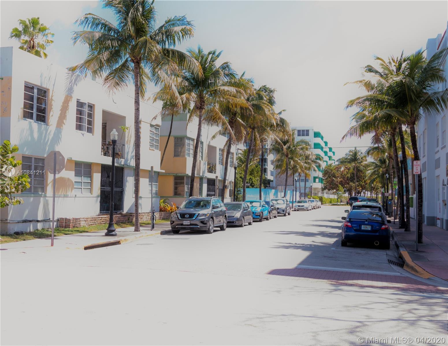 Location, Location, Location!!! South of Fifth apartment located just 2 blocks from to beach pn Coll