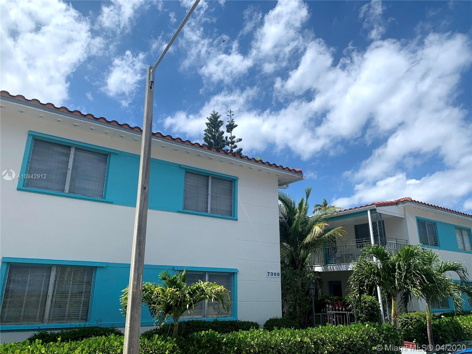 Cozy in Sunny Miami Beach! This 1 Bedroom, 1 Bathroom Condo is the best line in the building! Curren