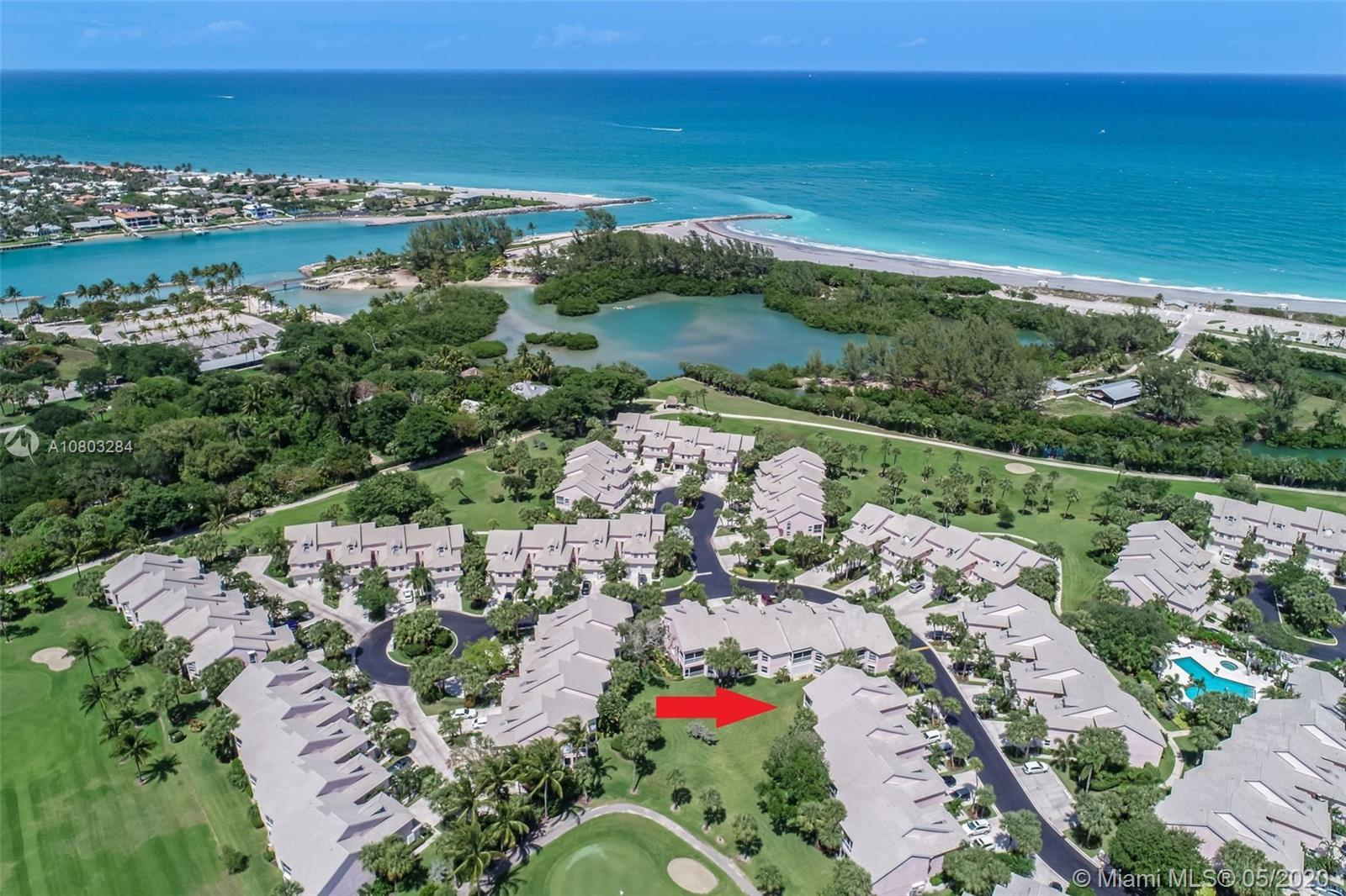 Rarely available 2/2.5  end unit home in the Estuary. Easy Florida living at its finest! Great golf