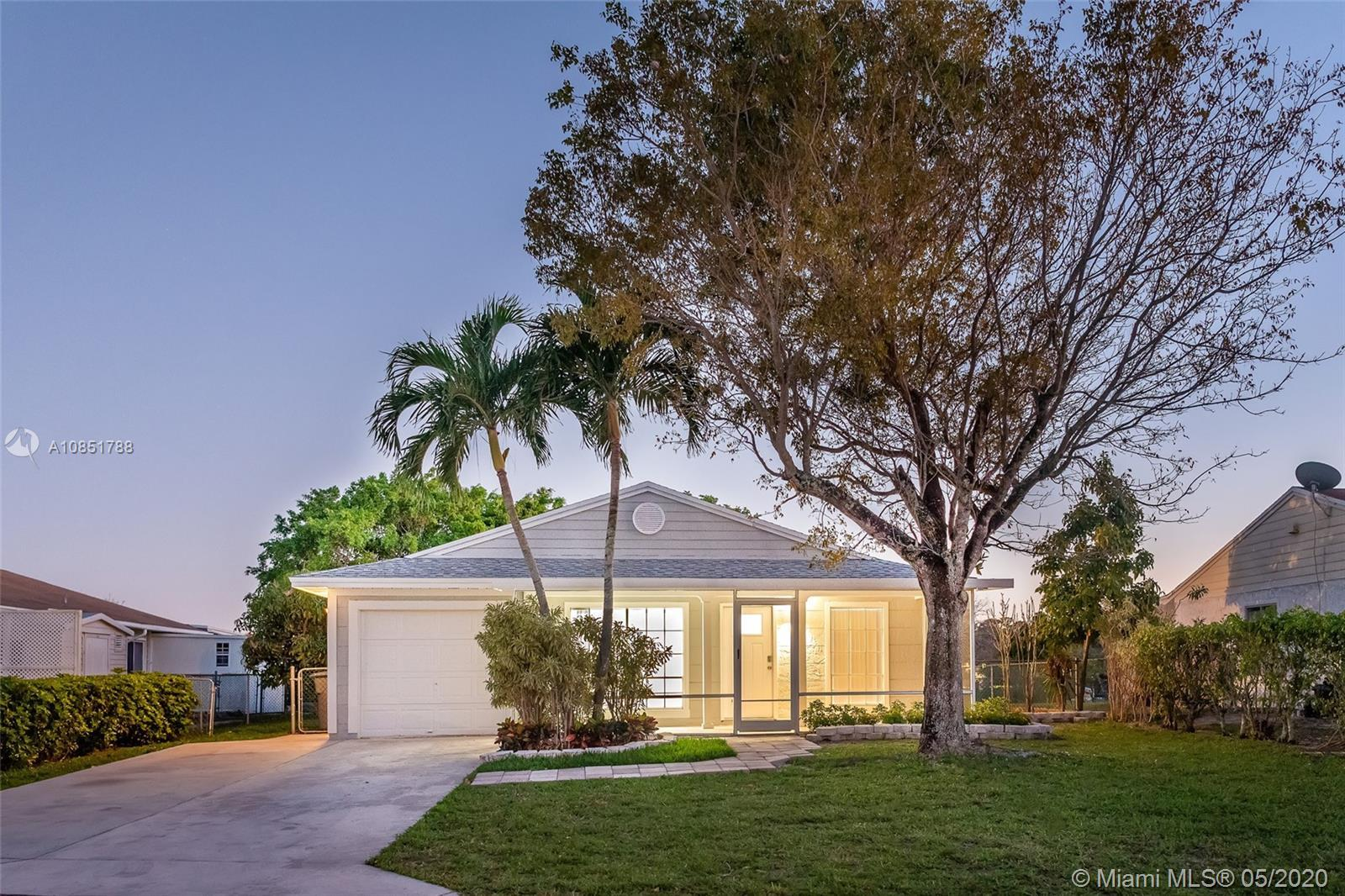Beautiful 4 bedroom 2 bath 1 car garage in the heart of Boca Raton. Beautifully remodeled and update