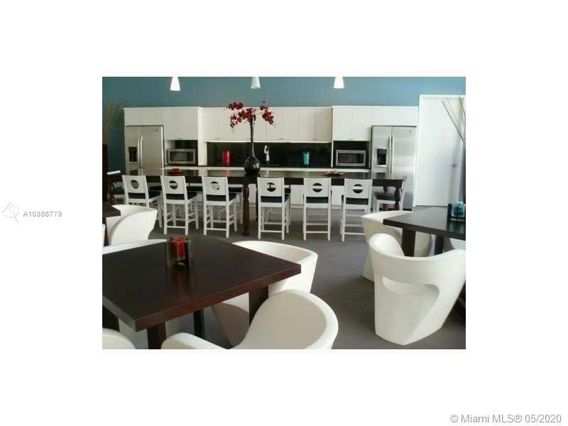 GORGEOUS CONDO IN DESIRABLE VENTURE ,IN THE HEARTH OF AVENTURA, EXCELLENT CONDITION,SPLIT PLAN,2 BED