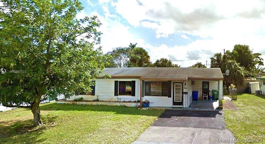 3/2 SINGLE FAMILY HOME, GREAT INVESTMENT. Sale & commission subject to 3rd party approval. If lender