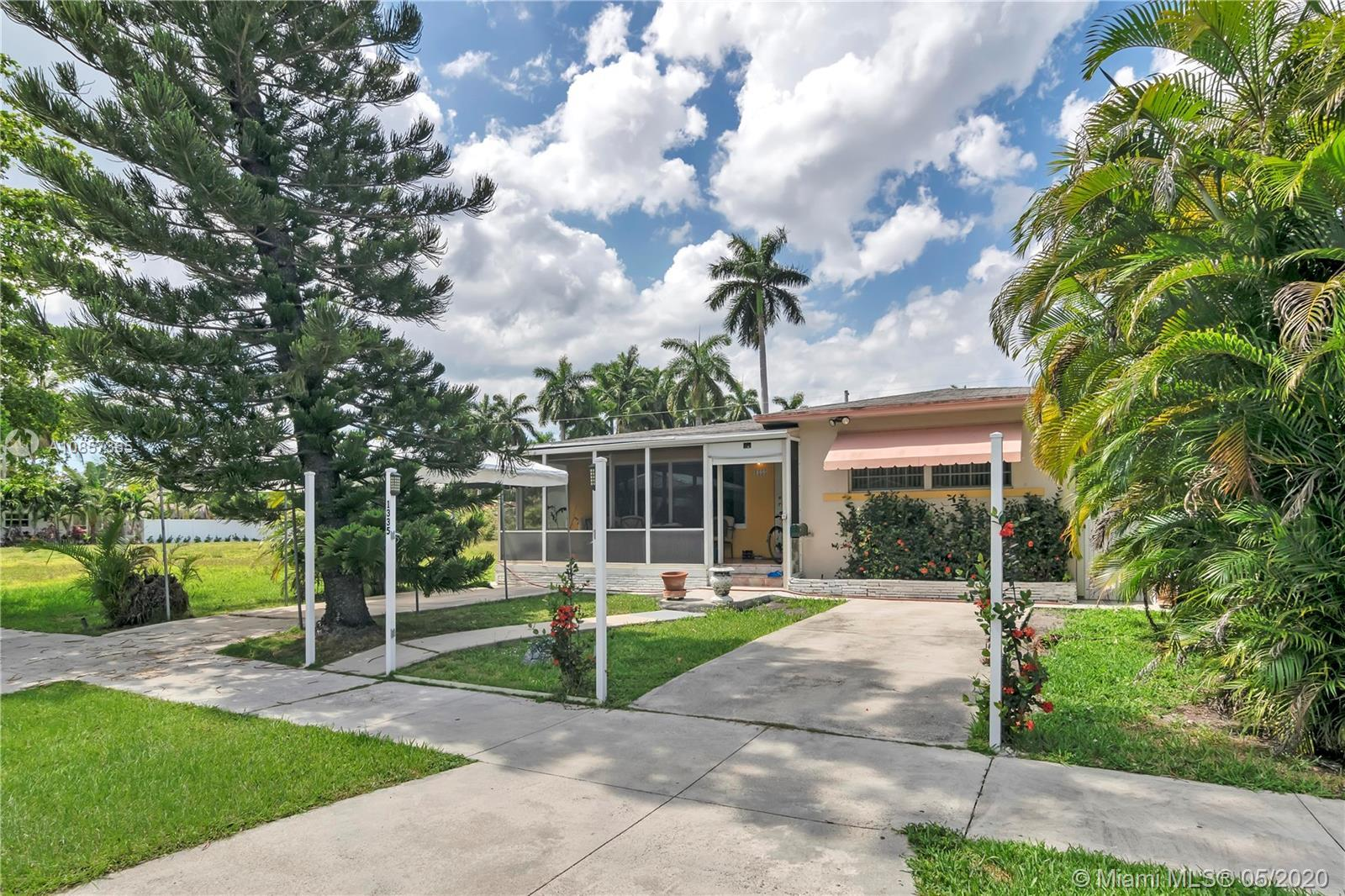 FANTASTIC LOCATION IN HOLLYWOOD LAKES JUST STEPS AWAY FROM NORTHLAKE AND THE INTRACOASTAL...3 BEDROO