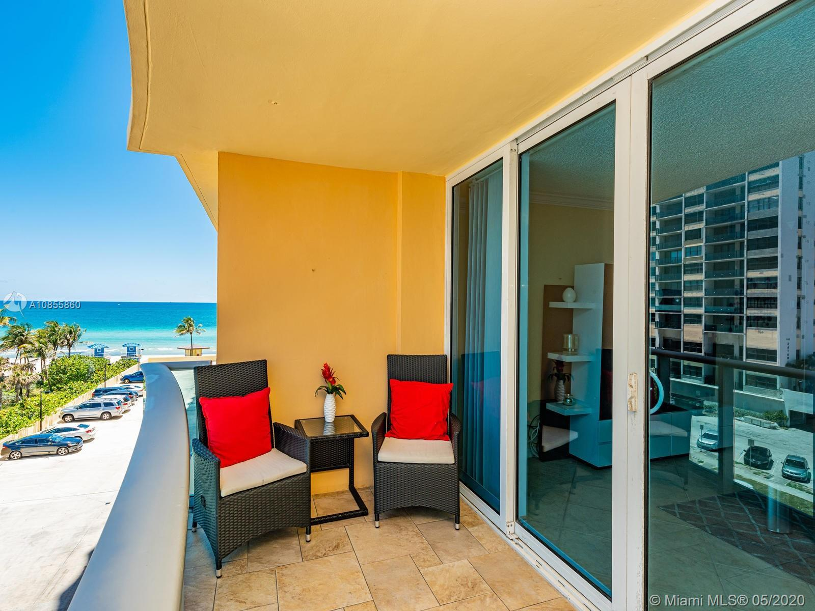 Great opportunity to own this bright and spacious condo with breathtaking ocean and city views. Full
