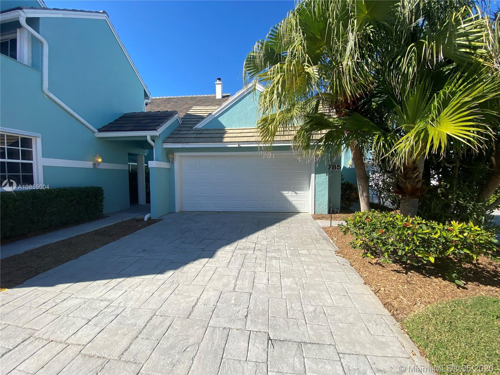 Great property in Jupiter Harbour. Fully renovated. Best price of the area. Full 3/3. 1st level suit