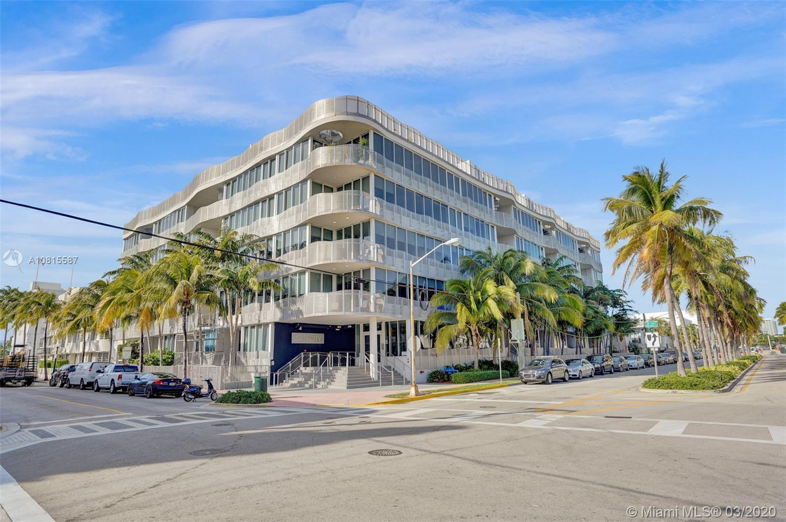 This chic, elegant and artsy residence in the heart of Miami Beach is in the most sought-after bouti