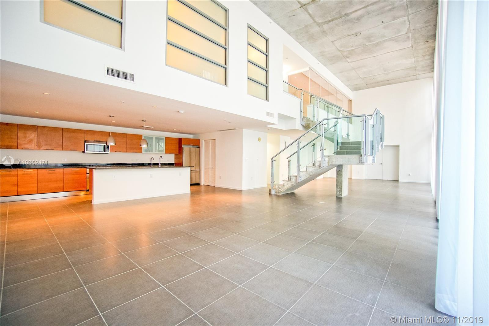 """This huge loft style 2-Story is a mixed use: Office and residential. Come and enjoy 30"""" high ceiling"""