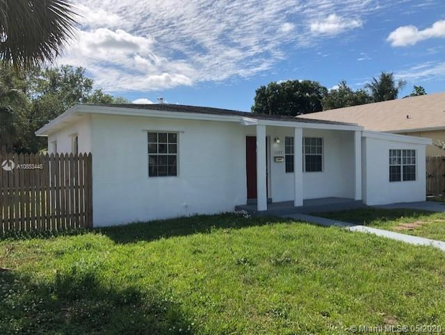 GREAT LOCATION PROPERTY IN FORTLUDERDALE AREA !!! NEW KITCHEN ,NEW BATHROOMS  NEW LAMINATE WOOD FLOO
