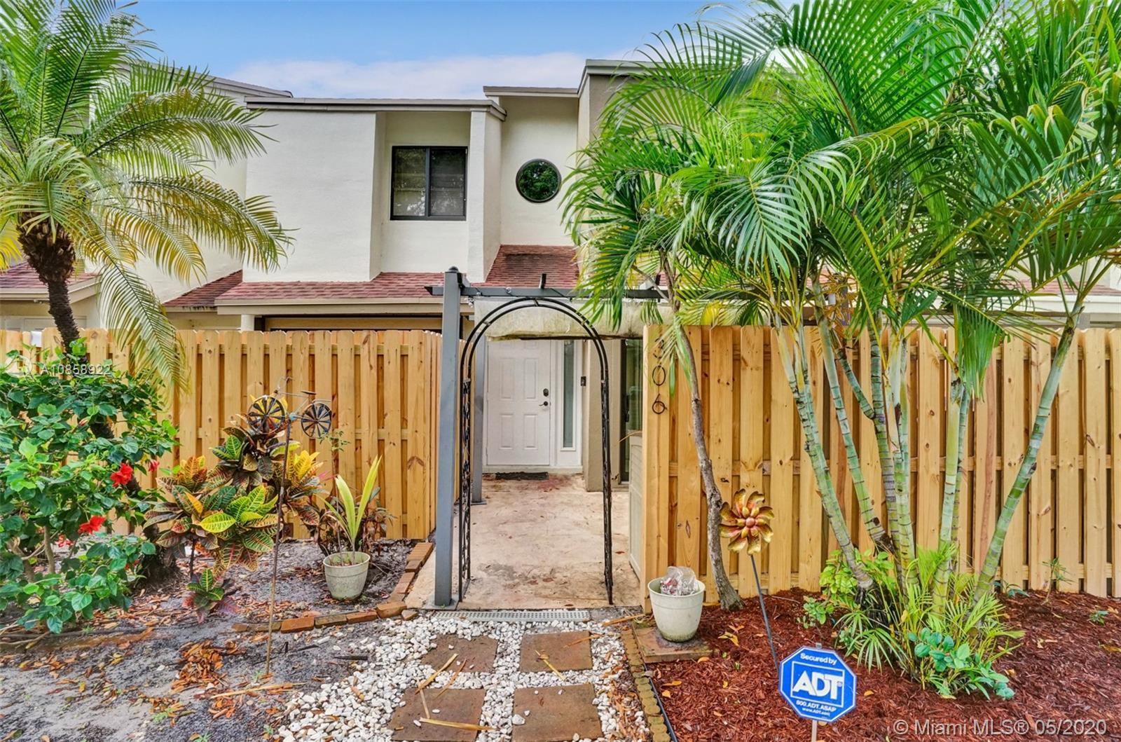 ***FHA APPROVED***ABSOLUTELY STUNNING COMPLETELY RENOVATED UNIT TOP TO BOTTOM IN THE HEART OF DOWNTO