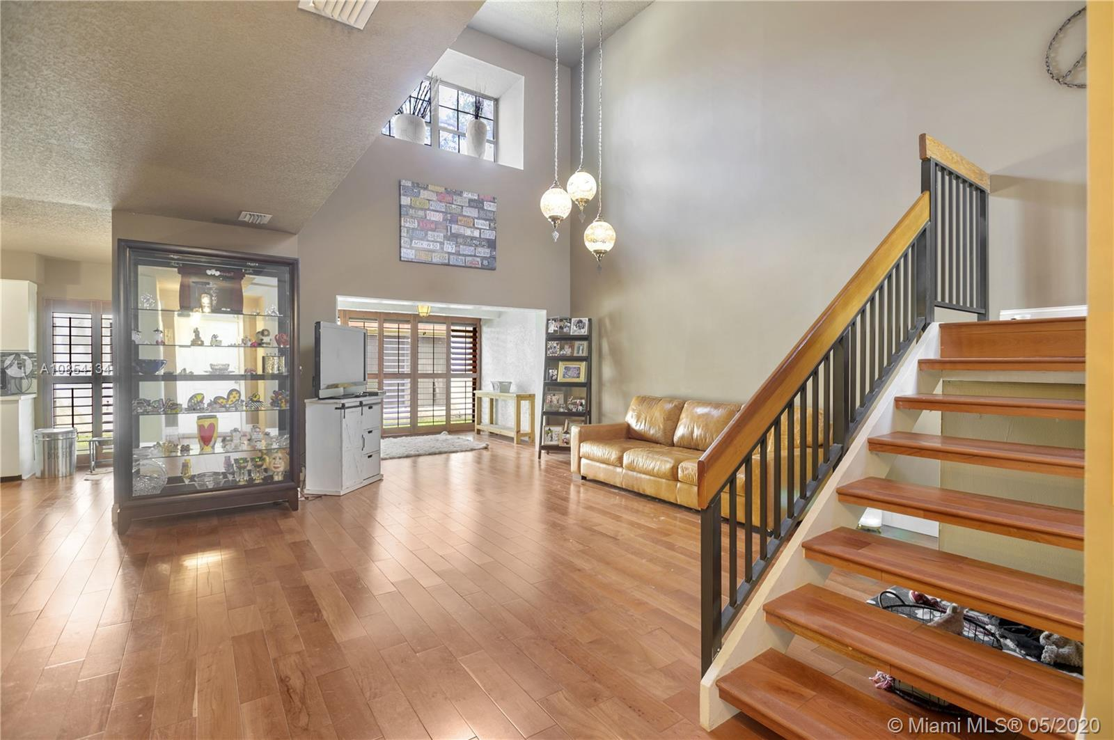 Astonishing gated community, two stories renovated townhouse, with an amazing high ceiling, very com